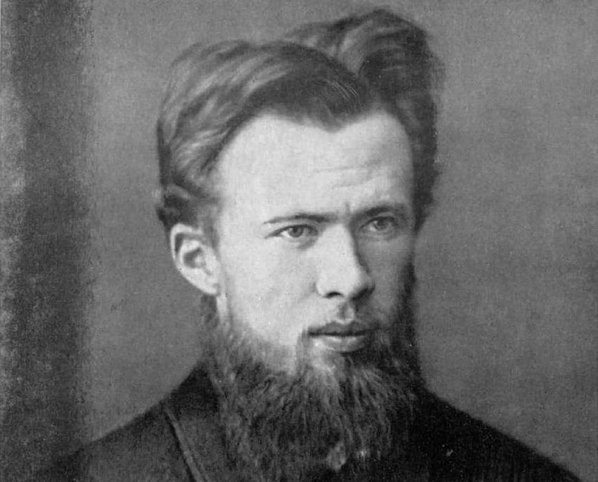 Автор бестселлера «Земля Санникова» носил кличку «Бомба» и дал свое имя городу