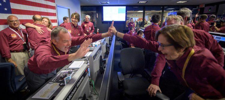 Марс, InSight, радость в NASA