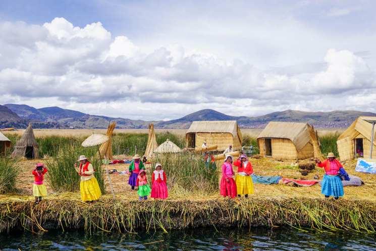 фишки дня - 5 ноября, индейцы урос, день Пуно, озеро Титикака