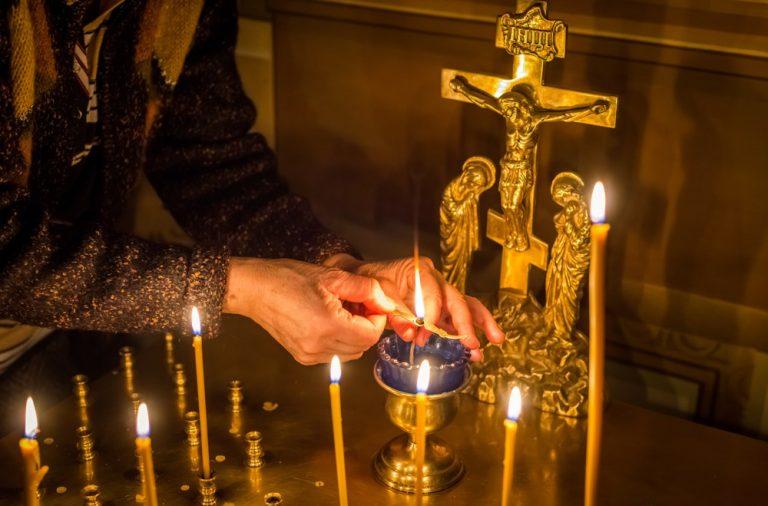 Во сне ходить в церковь и ставить свечи