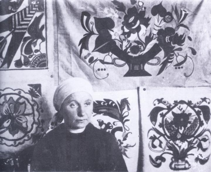 художница, Украинская художница Собачко-Шостак со своими работами , биография, история, Анна Собачко-Шостак, живопись, Украина, картины,