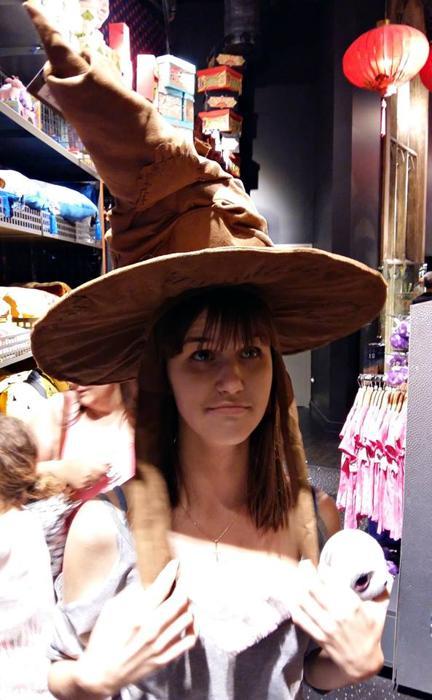 Фанаты Гарри Поттера и украинская магия на практике, волшебная шляпа, атрибуты