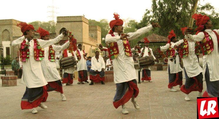 фишки дня - 13 января, танец бхангра, праздник Лори Индия