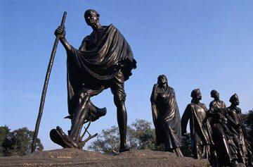 фишки дня, памятник Махатма Ганди