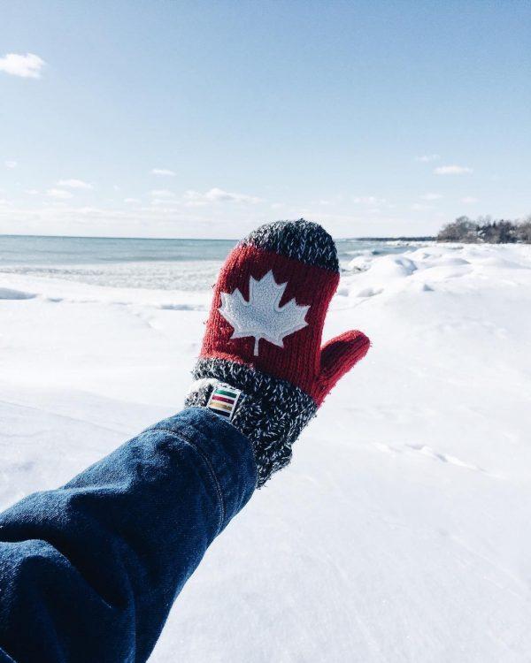 Канада, Как украинцам живется в Канаде, варежка