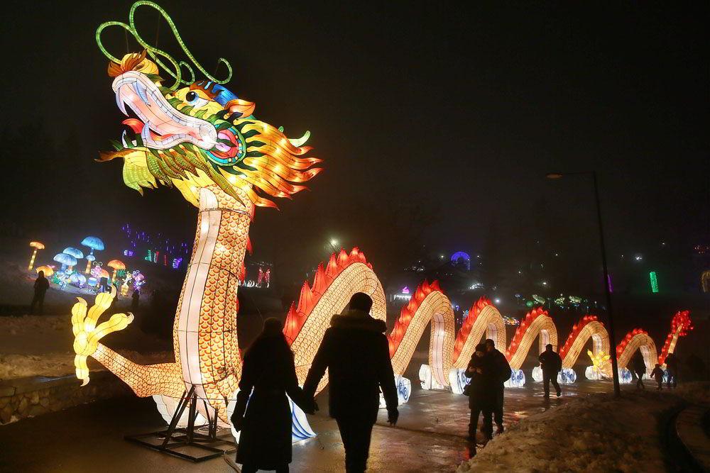 певческое поле, выставка, китайские фонари