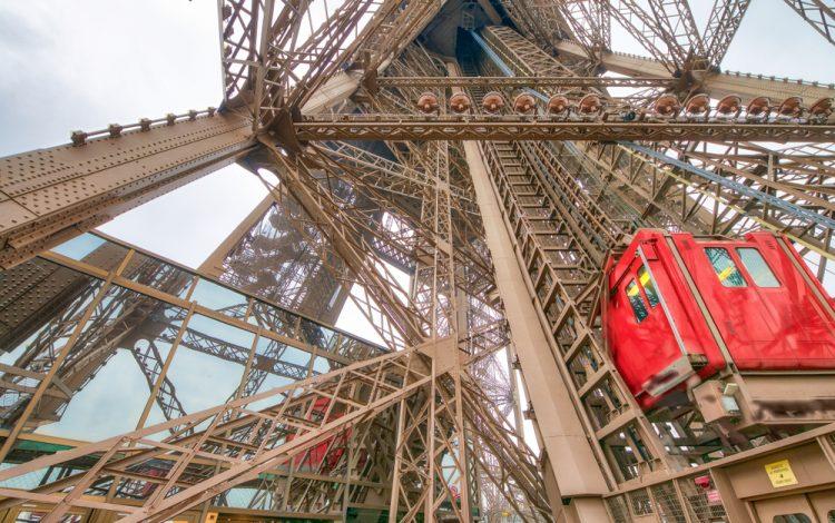 Эйфелева башня, лифт