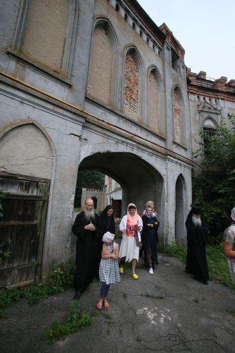 Замок Терещенко, тайны монастырей, монастырь Червоне