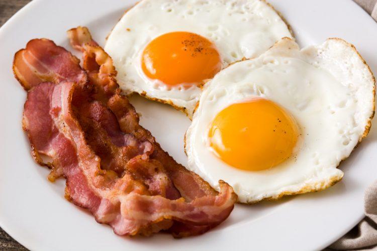 сало, бекон, яичница, английский завтрак