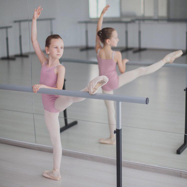 Тина учится балету