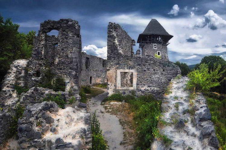 Отдых в Закарпатье, Невицкий замок