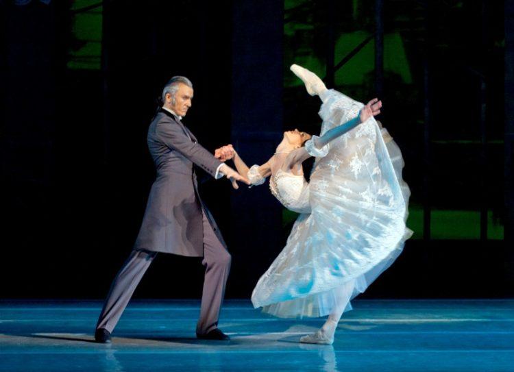 Афиша оперы в сентябре, Дама с камелиями