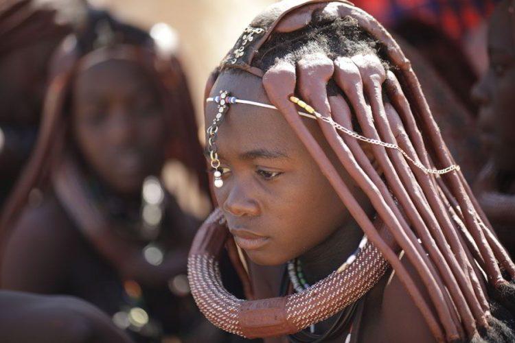 жизнь в Африке в племени химба, амазонки, прическа