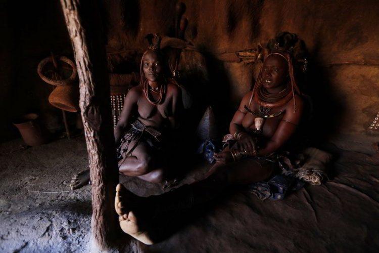 жизнь в Африке в племени химба, амазонки