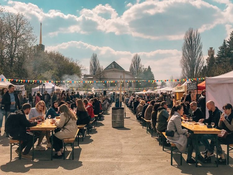 Kyiv Food and Wine Festival, ВДНГ, ВДНХ, Киев, столы под открытым небом