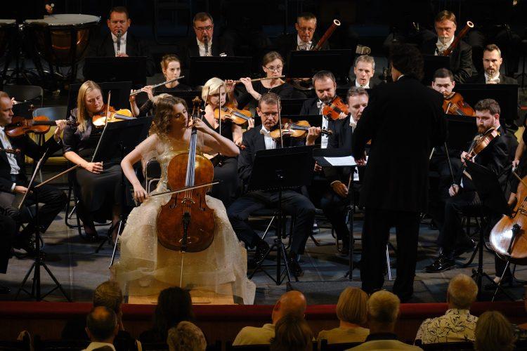 Дали Гуцериева, виолончель, музыкант, Национальная опера Украины, на сцене