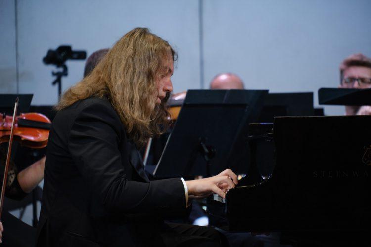Адам Гуцериев, Национальная опера Украины, выступление, виртуоз, пианист