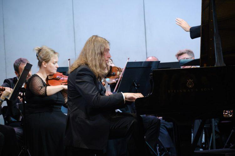 Адам Гуцериев, Национальная опера Украины, выступление, пианист