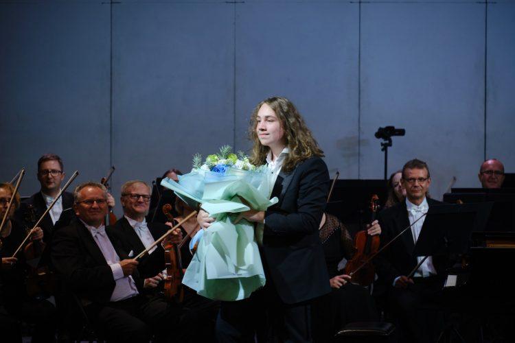 Адам Гуцериев, Национальная опера Украины, выступление, цветы, музыкант