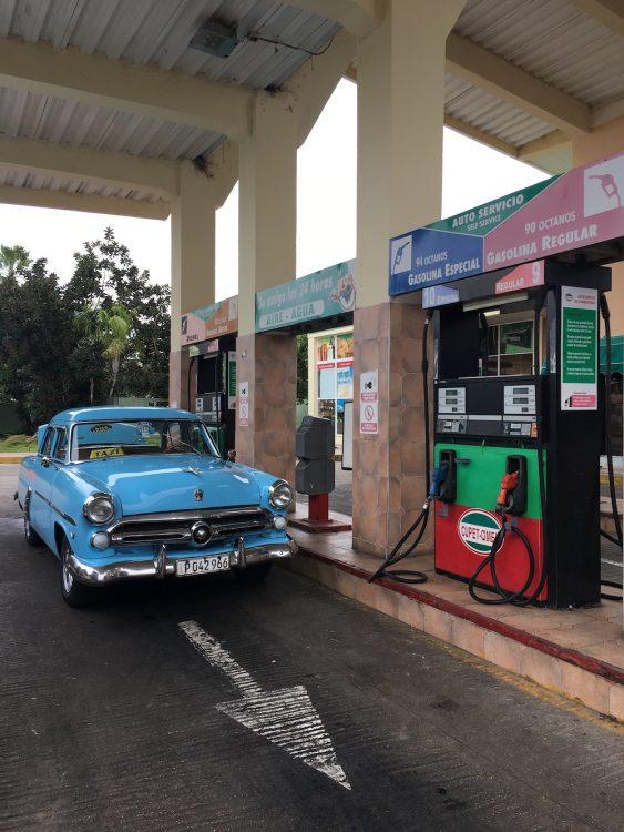 Варадеро, Куба, авто, парковка, АЗС