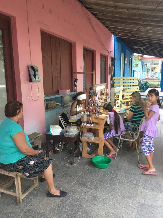 Куба, Долина Виньялес, кубинцы, женщины, досуг