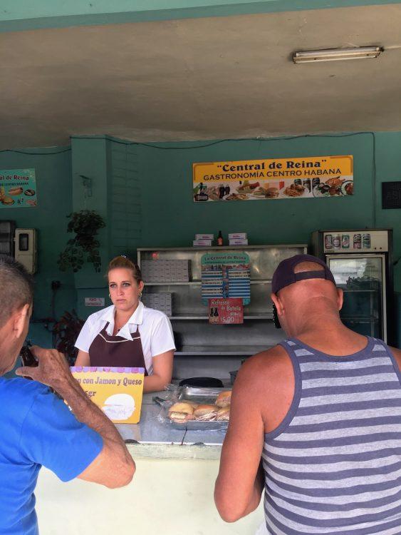 Куба, репортаж, остров несвободы, продавщица