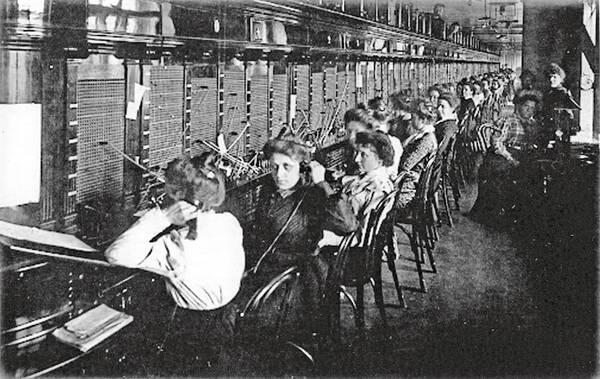 барышни, телефон, телефонная станция, История уличных телефонов