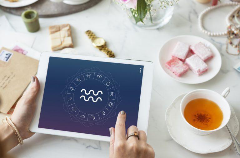 гороскоп, зодиак, планшет, водолей
