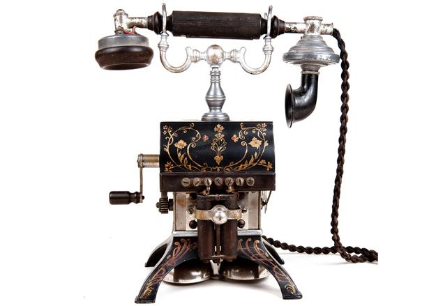 старинный телефонный аппарат