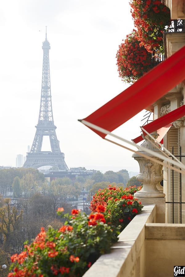 Hôtel Plaza Athénée - Dorchester Collection, отели Парижа, отели с видом на Эйфелеву башню, Париж, Франция, вид из окна, балкон
