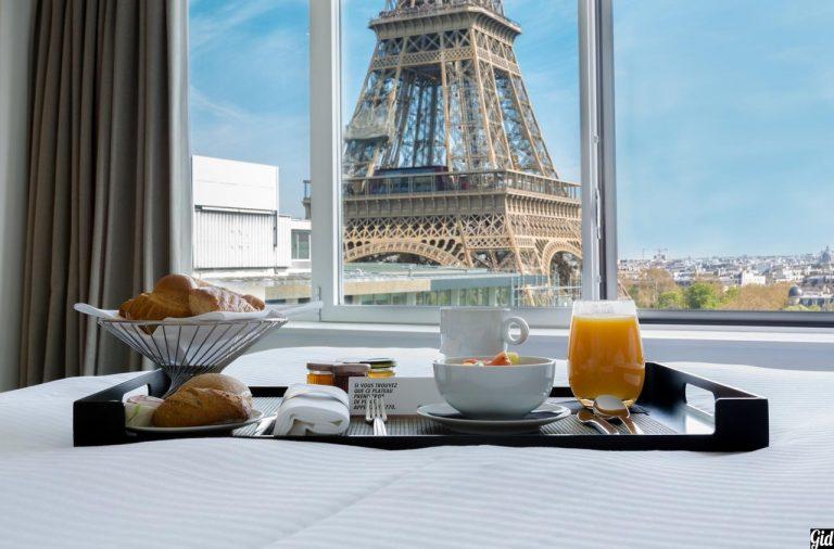 Отели Парижа свидом наЭйфелеву башню— 15 лучших