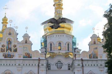Киево-Печерская лавра, молитва о коронавирусе, голубь, служба, богослужение
