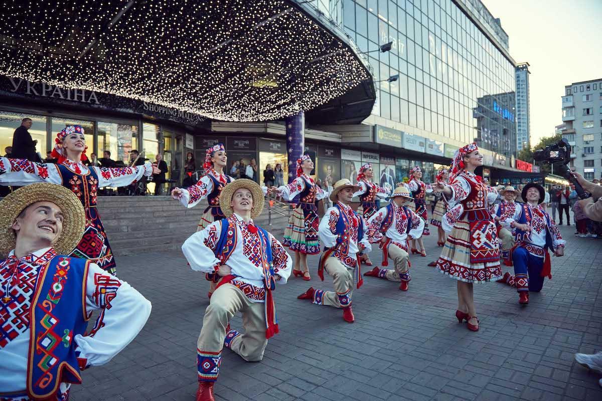 Новые имена на Аллее Звезд – песни, пляски и секрет украинского языка