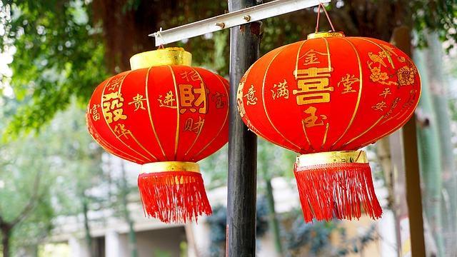 Китайский Новый год, год Быка, красные фонарики