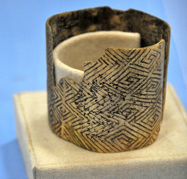 Древнейшая история Украины – сенсации, даты и факты, Мезин, браслет, неандертальцы